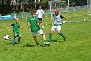 Mezi děti přijely opět hvězdy fotbalového nebe.