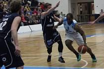 Z utkání BC Geosan Kolín - Děčín (71:82).