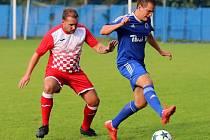 Z utkání Český Brod (v modrém) - Slatiňany (4:0).