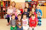 Ve školce je aplikován vzdělávací program Barevný svět.
