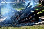 Pálení ohně i další aktivity si užily celé rodiny.
