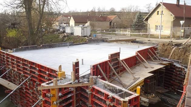 Konstrukce nového mostu v Klášterní Skalici