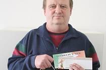 Pracovně zaneprázdněného Petra zastoupil při přebírání ceny otec Zdeněk. A ten svému synovi přinesl karton piv značky Rohozec, poukázku v hodnotě 200,-Kč do pizzerie Týna a poukázku na cvičení SlimBelly.