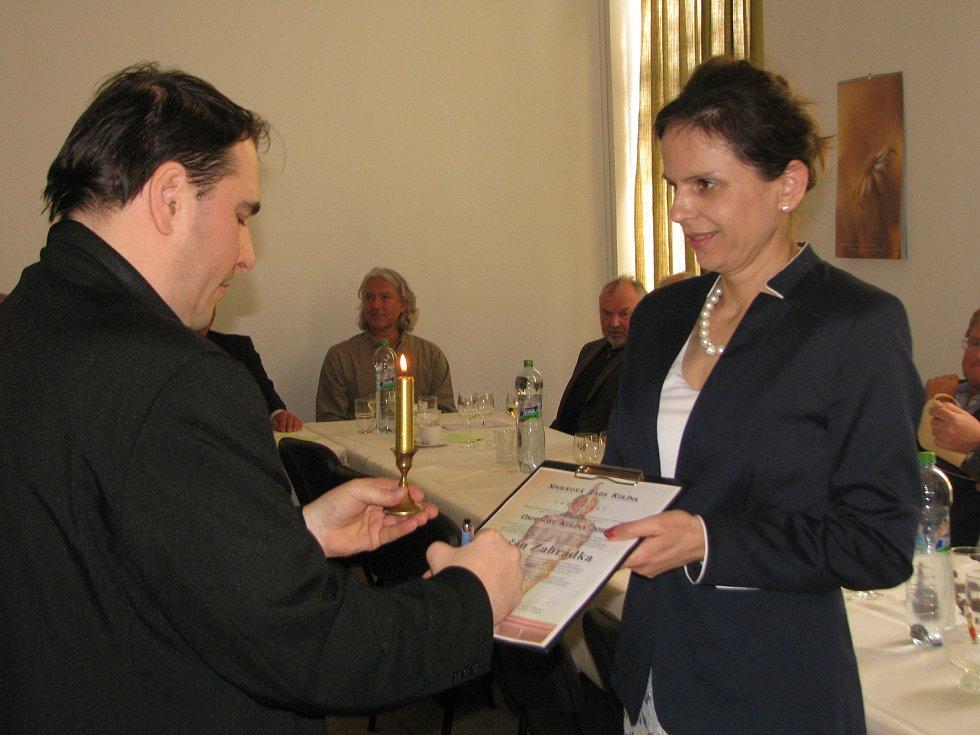 Z imatrikulačního ceremoniálu 'Osobnost Kolína' v historické budově obchodní akademie.