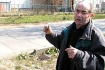 Karel Šimůnek kritizuje mimo jiné umístění kanalizačních vpustí u nově vybudované kanalizace.