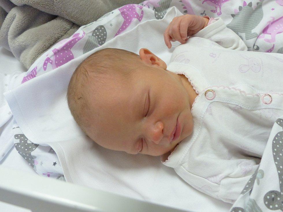 Elen Radinová se narodila 29. června 2021 v kolínské porodnici, vážila 2970 g a měřila 47 cm. V Kolíně ji přivítala sestřička Adélka (3) a rodiče Jana a Michal.