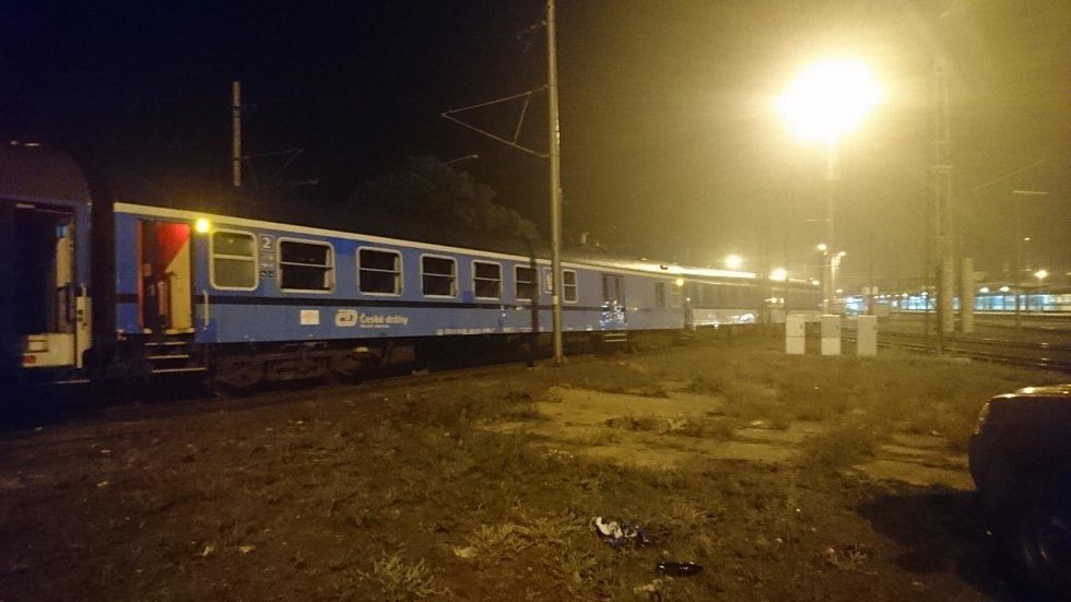 Velký malér s vysokou škodou, ale naštěstí bez újmy na zdraví, se v pátek večer odehrál na nádraží v Kolíně.