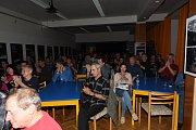 Dva přídavky si nakonec vytleskal zaplněný Komorní sál Městského společenského domu vKolíně na čtvrtečním koncertu Luboše Pospíšila, rodáka znedaleké Kutné Hory.