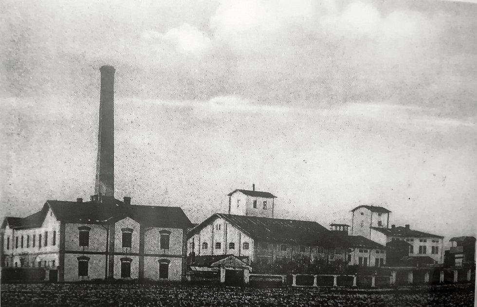 Rolnický cukrovar založen Karlem Weinrichem v letech 1846 až 1847.