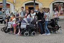 V klipu mohly hrát maminky s dětmi z celého Kolínska. Za odměnu získaly CD i vstupenky na křest.