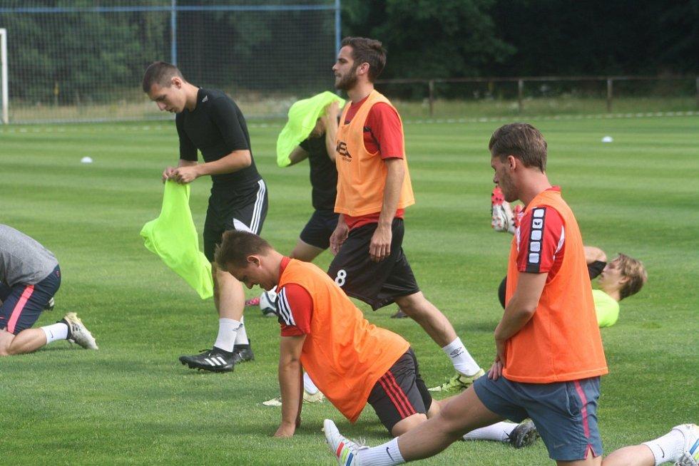 Fotbalisté Kolína zahájili v neděli 9. července přípravu na novou sezonu.