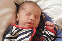Marek Makovec se poprvé podíval na maminku Kláru a tatínka Stanislava 30. května 2016. Po porodu měřil 50 centimetrů a vážil 3080 gramů. Dětským světem ho vChrášťanech provede čtyřletý bráška Staník.