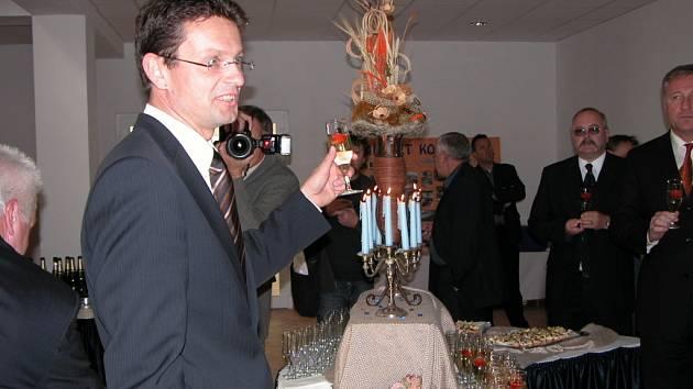 Luděk Kostka při slavnostním otvírání kolínského akvaparku Vodní svět. Šlo o jednu z mnoha lukrativních zakázek, kterou Geosan dostal od kolínské radnice.