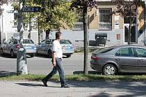 Přibližně takovýto výhled měl z parku Komenského v Kolíně mladík, který pak skončil na protější policejní služebně v Kutnohorské ulici.