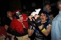 S Kozly tančili čert, prase, pirát i Královna Koloběžka.