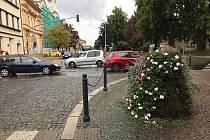 Křižovatka u Úřadu práce v Kolíně.