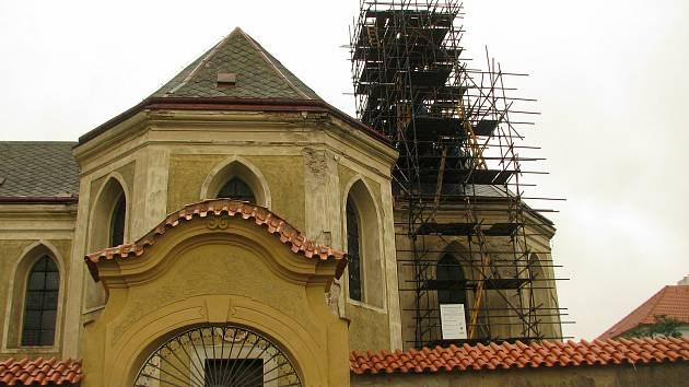 Oprava kostela sv. Ondřeje ve Starém Kolíně.