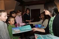 Děti vystavovaly i přebíraly významné ocenění