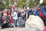 Ze slavnosti k odhalení pomníku filmovým medvědům