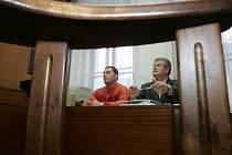 Policista, který postřelil recidivistu, stojí před soudem.