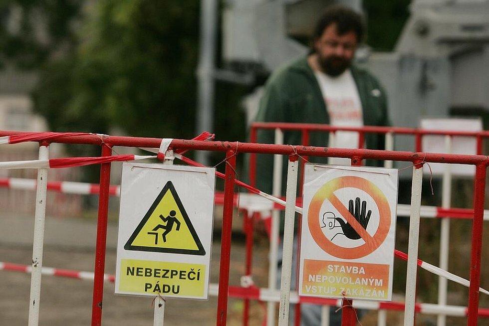 Stav prací v ulici Tovární v pondělí 14. září 2009.