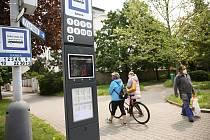 Chytrá zastávka Městské autobusové dopravy v Kolíně.