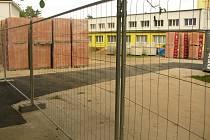 Výstavba nového pavilonu mezi 1. a 7. základní školou v Kolíně.