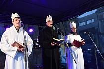 Na Karlově náměstí se zastavili tři králové, dostali požehnání