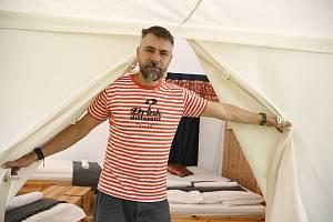 Mezi nejnovější přírůstky do tohoto odvětví patří Camp Malešov na Kutnohorsku. Tam Ondřej Slačálek vytvořit unikátní kemp.