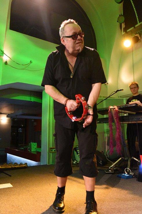 Z oslav 30. narozenin kapely Sto zvířat.