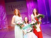 V krevním centru Fakultní nemocnice dvanáct krásných finalistek soupeřících o titul Miss university - nejkrásnější dívka ostravský vysokých škol - darovalo krev.