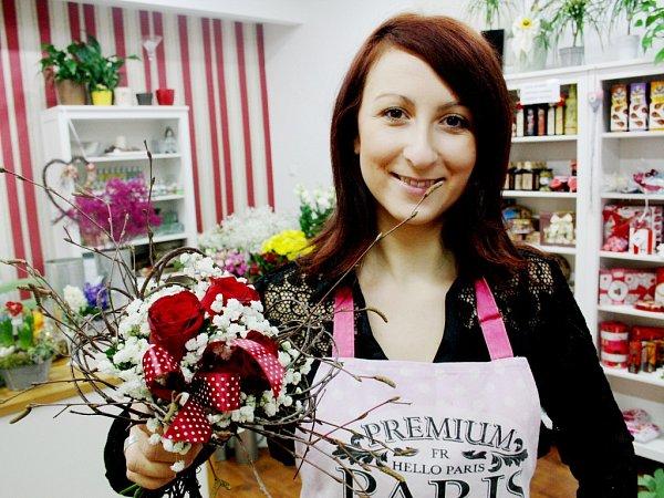 Květinářka Šárka Zelená na Valentýna doporučuje růže nebo jarní květiny.