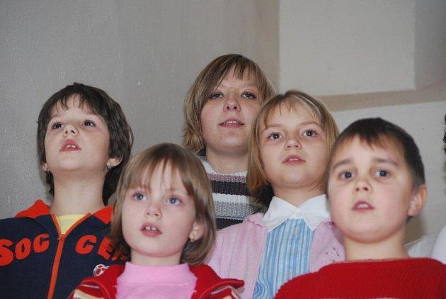 Děti zahájily v Brodě vánoční výstavu
