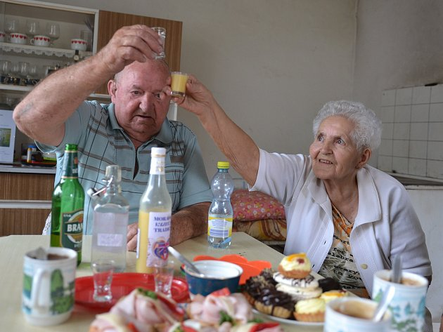 Manželé Machkovi oslavili platinovou svatbu.