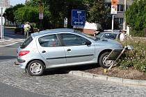 Dopravní nehoda na malém kruháku u gymnázia v Kolíně. 10.6. 2009