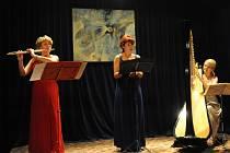 V rámci čtyřicáté deváté sezóny Kruhu přátel hudby vystoupily tři dámy s hudebním koncertem pojmenovaným Klenoty české hudby.