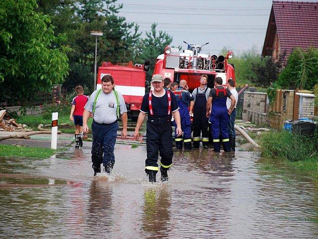 Voda zaplavila i část Liblic u Českého Brodu