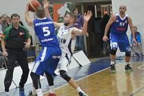 Z utkání BC Kolín - Ostrava (99:89).