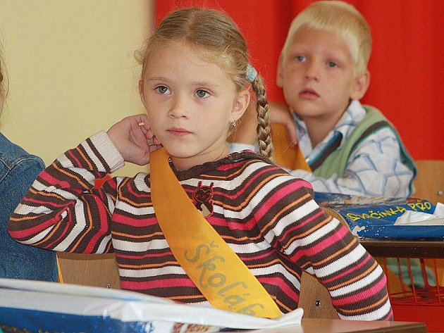 První školní den mají za sebou i děti z 1.A v Bezručově ulici.