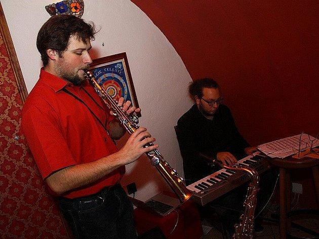 Muzikanti v kavárně hráli jazz