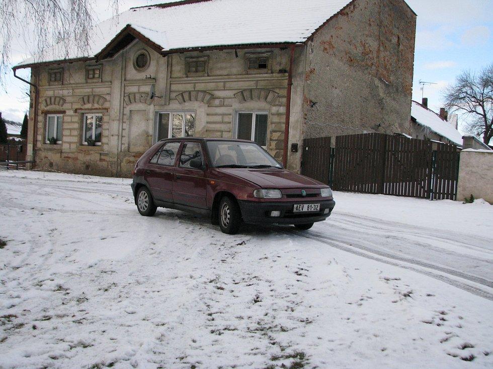Zima v obci Lošany.