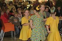 Vystoupení dětí z Dětského domova Býchory spolu s tanečním kolektivem Kocour Modroočko