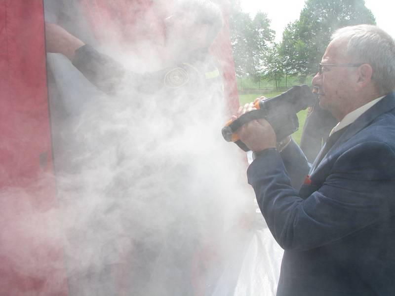 Senátoři zavítali ke kolínským hasičům