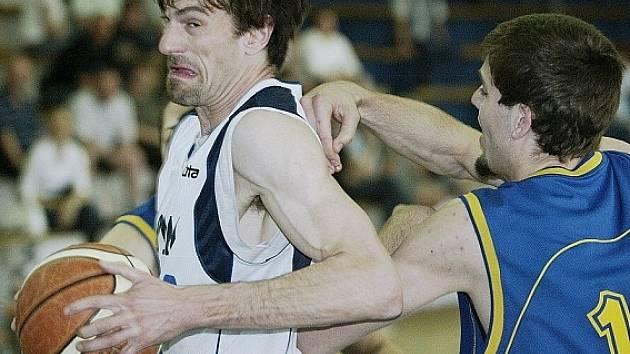 Věroslav Sucharda se probíjel obranou soupeře.