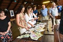 Gymnazijní učitelé v obci Kolesa prezentovali svá díla na víkendové výstavě.