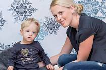 Dvouletá Amálka, která trpí dětskou mozkovou obrnou.