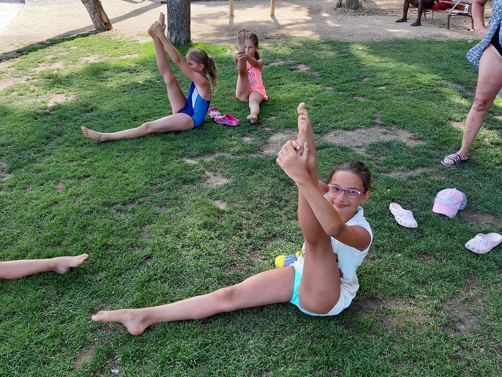 V španělském letovisku Lloret de Mar si tanečníci z TK CrossDance užívali moře, sportu, tréninků i vystoupení.