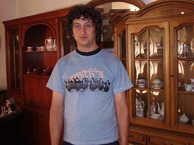 Václav Turyna (35 let) střední vzdělání, ženatý. Majitel  City bazaru, Tyršova ulice 225, Čáslav. Začínal podnikat v květnu 2000. První obchod měl v Ronově nad Doubravou pod stejným názvem a v červnu 2004 ho přesunul do Čáslavi.