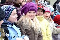 Děti se zástupci města zasadily Pohádkovník
