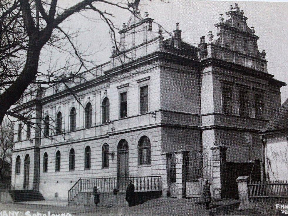 Plaňanská sokolovna byla sokolům předána v roce 1935.